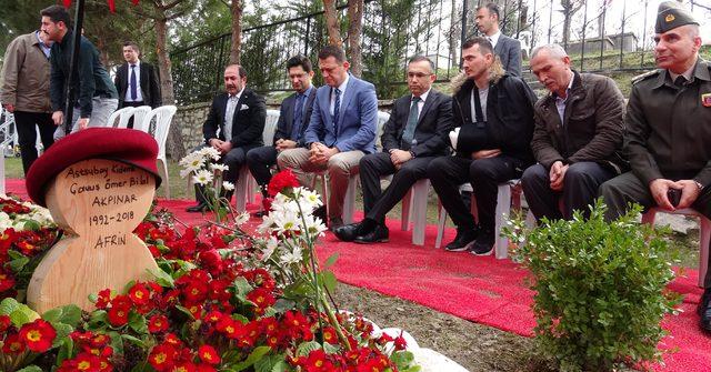 Afrin gazisi, şehit komutanının mezarını ziyaret etti