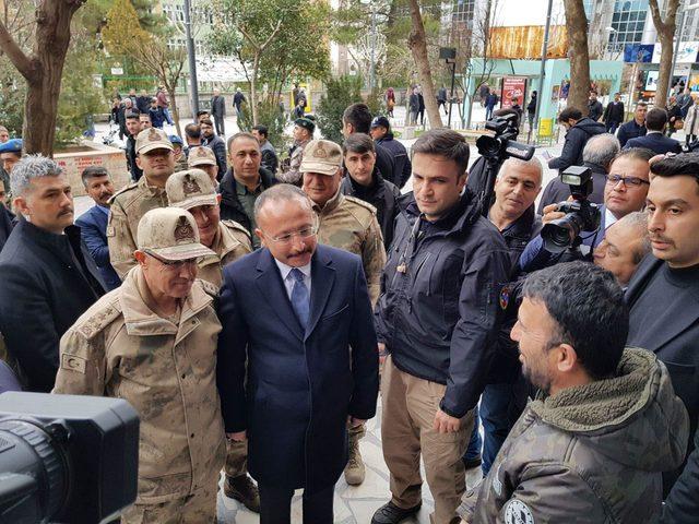 Jandarma Genel Komutanı Orgeneral Arif Çetin Siirt'te esnafı ziyaret etti ile ilgili görsel sonucu