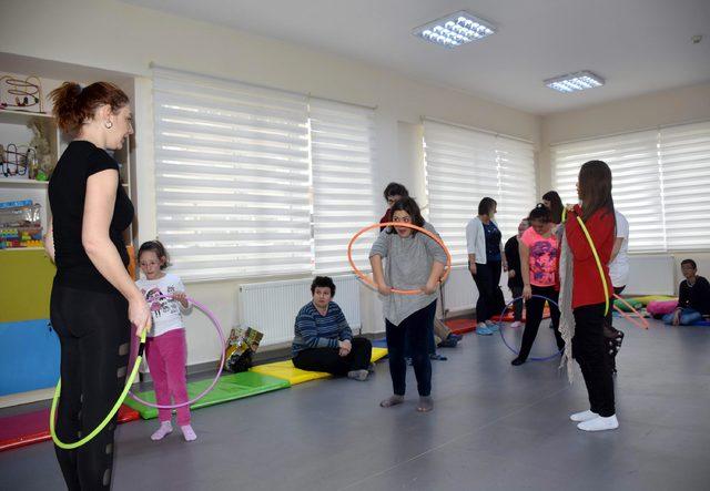 Down sendromlu çocuklara eğlenceli eğitim