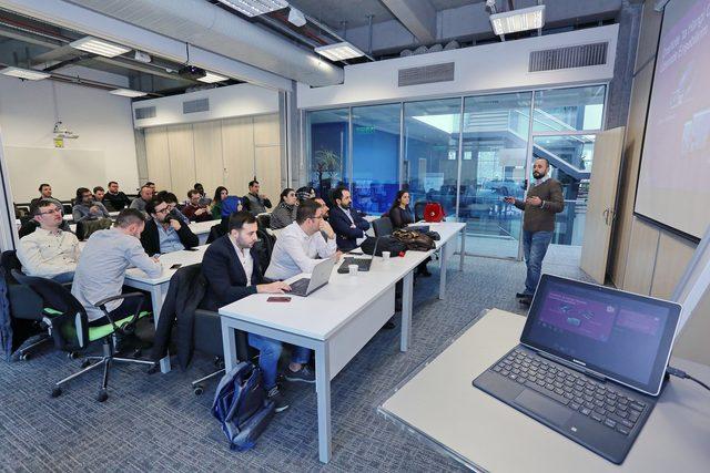 """Teknoloji Talk Show"" ile güncel teknolojiler Living Lab'de"