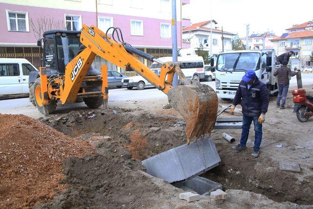 Karaman'da belediyenin kaldırım çalışmaları