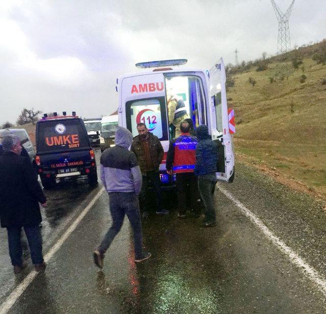 Siirt'te virajı alamayan araç takla attı: 2 yaralı