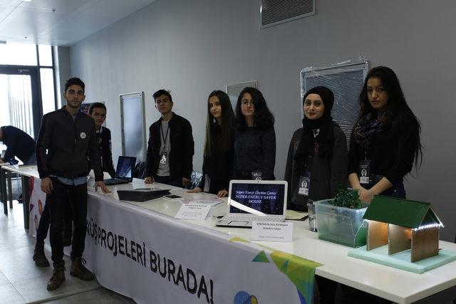 Genç mucitler projelerini İstanbul'daki bilim şenliğinde sergiledi