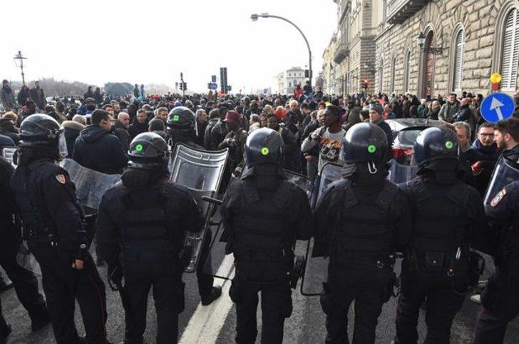 Floransa'da siyahi bir kişinin öldürülmesinin ardından ikinci protesto