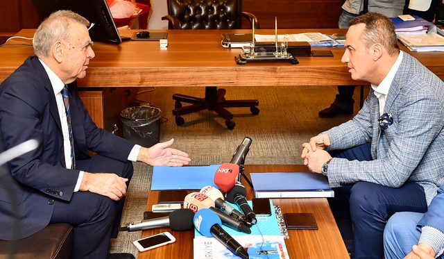 Aziz Kocaoğlu, Ak Parti'yi de ziyaret etti