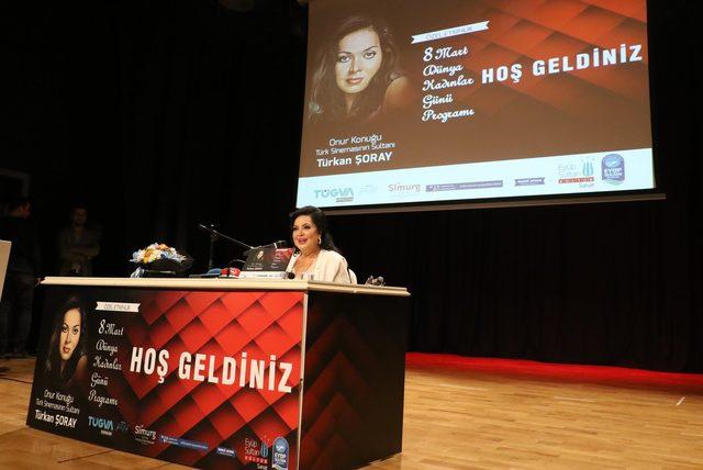 Kadınlar Günü'nde Türkan Şoray'a büyük ilgi