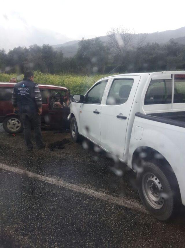 Karacasu'da trafik kazası: 1 ölü, 4 yaralı