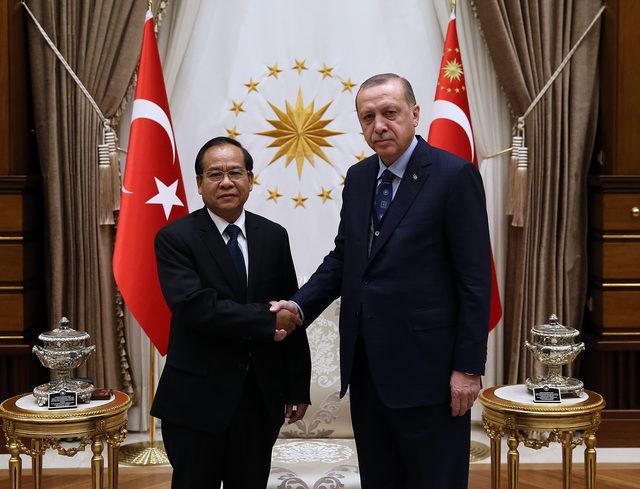 Laos Demokratik Cumhuriyeti Büyükelçisi Kham-Inh Khıtchadeth, Cumhurbaşkanı Erdoğan'a güven mektubu takdim etti (Fotoğraflar)