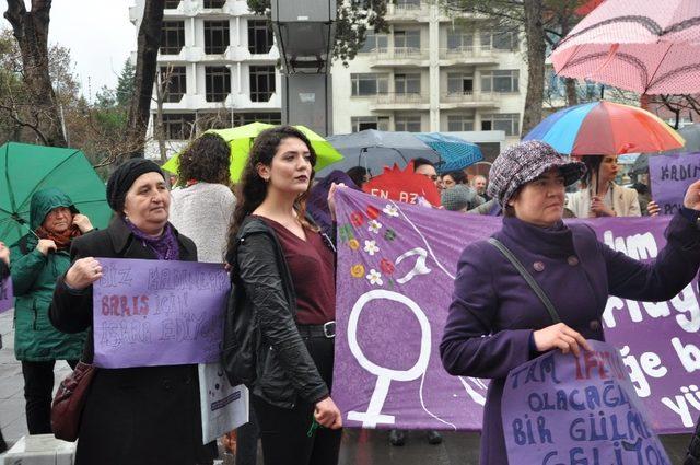Kadınlar Günü'nde anma yürüyüşü gerçekleştirdi