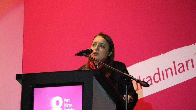 Cumhurbaşkanı Başdanışmanı Oruç kadın zirvesine katıldı