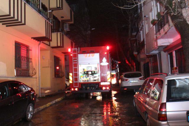 Maltepe'de 3 katlı bina alev alev yandı
