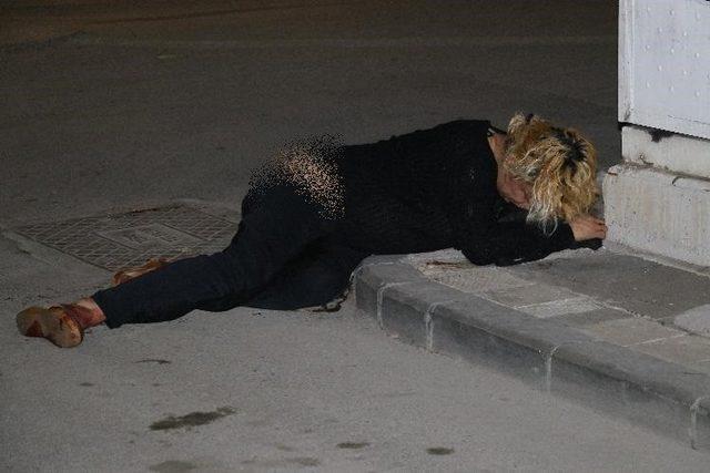 Sokak ortasında yürüyen travesti bıçaklandı ile ilgili görsel sonucu