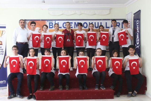 Öğrenciler İstiklal Marşı 'nı işaret dili ile okudu