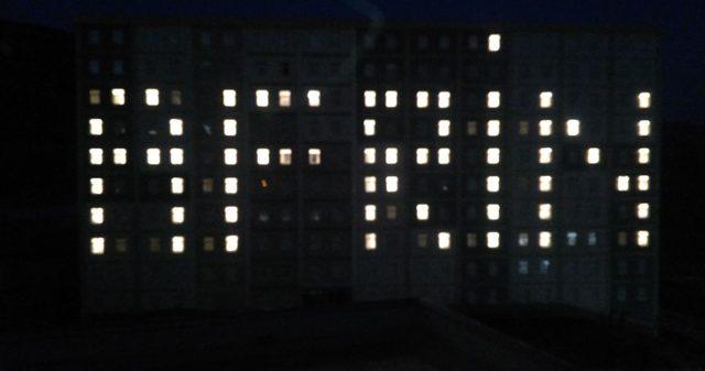 Isparta 'da yurt öğrencilerinden oda ışıklarıyla Afrin mesajı