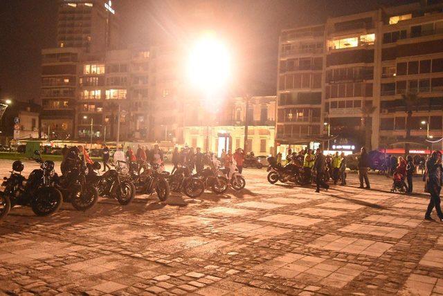 Motosikletçiler çocuklar için sürdü