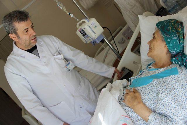 Numune Hastanesi 'nde ilaçlı balon yöntemiyle atardamar ameliyatı