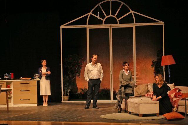 'Geç kalanlar ' isimli tiyatro oyunu Kütahya 'da sahnelendi