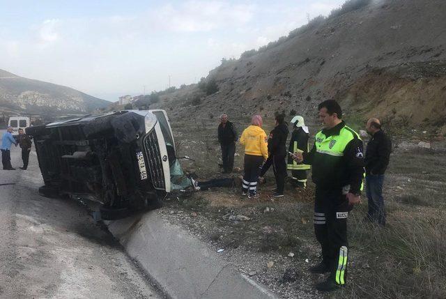 Minibüs devrildi: 1 yaralı