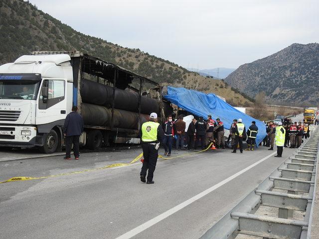 Yolcu otobüsü TIR'a çarptı: 11 ölü, 21 yaralı (7)