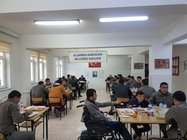 Gördesli engellilerden Mehmetçik 'e destek ziyareti