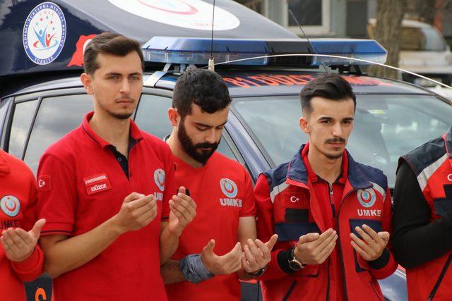 Gönüllü olarak Suriye sınırında kurulan sahra hastanesine gittiler