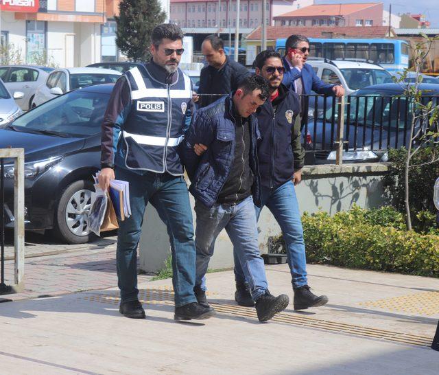 Üniversiteli genç kızın çantasını gasp etti, tutuklandı