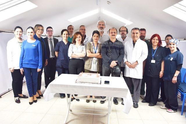 Tıp bayramını pasta keserek kutladılar