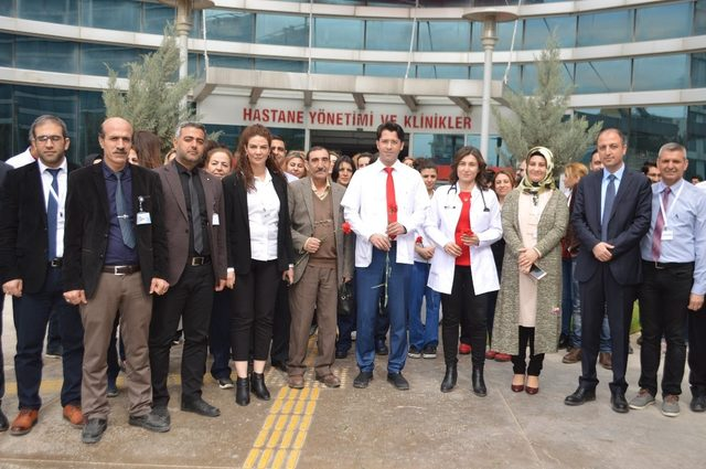 Mardin 'de doktorlar şiddete beyaz balonla cevap verdi
