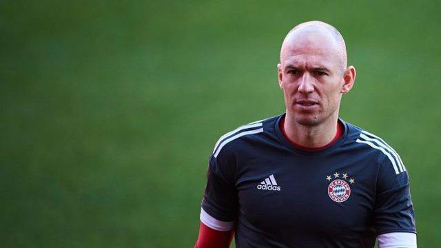 Bayern Münih yetkilileri hafta içerisinde Ribery ve Robben için sözleşme yenilemek istediklerini dile getirmişti.