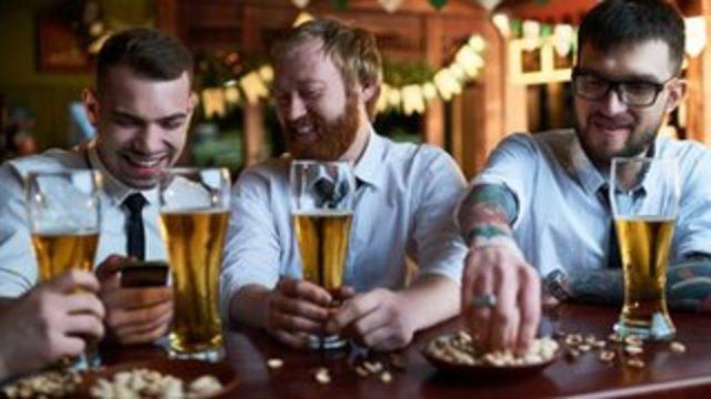 Günde bir kadeh alkollü içki 'ömrü kısaltıyor'
