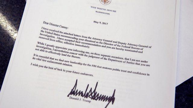 Başkan Trump, FBI başkanını on yıllık görev süresinin yarısını bile tamamlamadan görevden aldığını bildiren mektupta Comey'nin teşkilatı yönetmekte 'yetersiz' oluşuyla gerekçelendirmişti