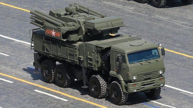 Suriye Rus SA-22 karadan havaya füze sistemlerine sahip.