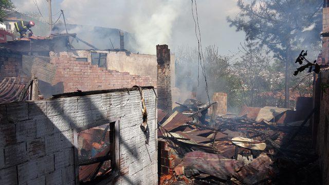 Karabük'te 4 ev yandı
