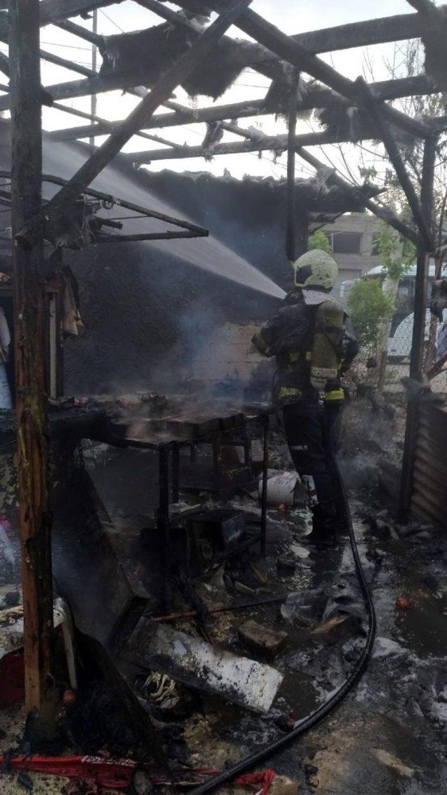 Adana'da yangın çıkan kebapçı dükkanı kül oldu