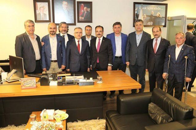 Bakan Ağbal, Uşak'ta sanayicilerle buluştu