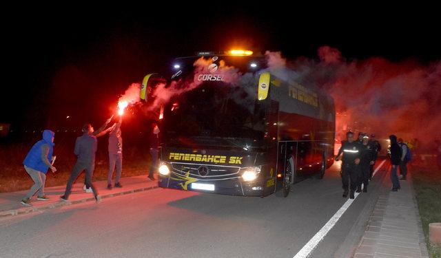 (Yeniden) Fenerbahçe'ye Sivas'ta meşaleli karşılama