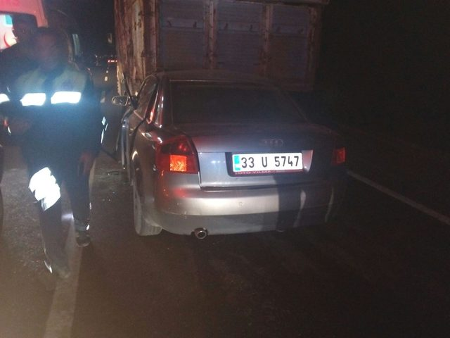 Otomobil kamyona arkadan çarptı: 1 ölü