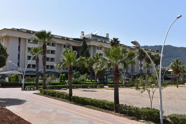 Katarlı şeyhin oteli, kiralayan çıkmayınca kaderine terk edildi