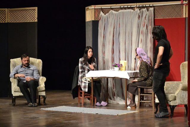 Madde bağımlılığının zararları tiyatro oyunuyla anlattı