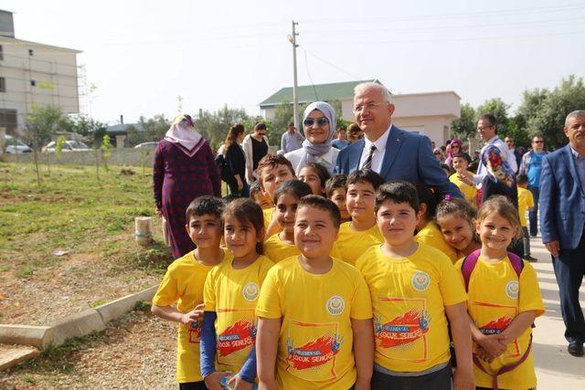 Torbalı'da çocuk oyunları şenliğine büyük ilgi