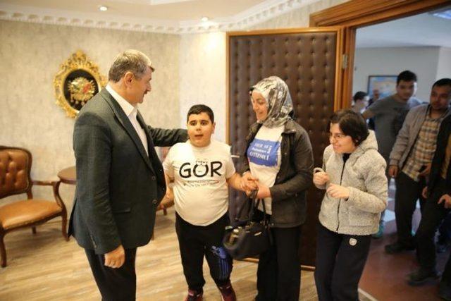 Öğrencilerden Başkan Akın'a ziyaret