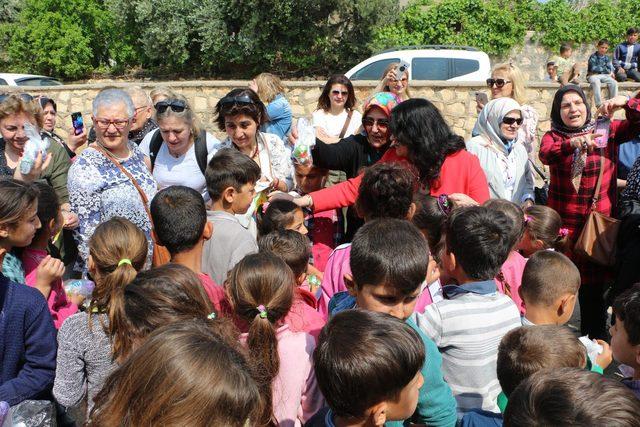 Paris'in Türk kadınlarından, Mardinli öğrencilere yardım
