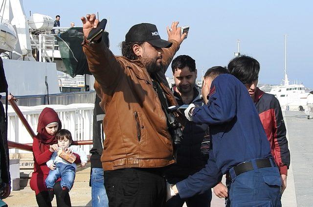Çeşme'de 2 saat arayla 92 kaçak yakalandı