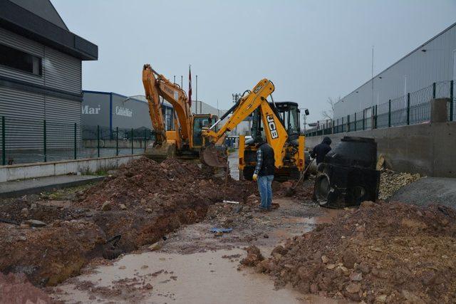 Kartepe'de yağmur suyu hattı çalışmaları sürüyor