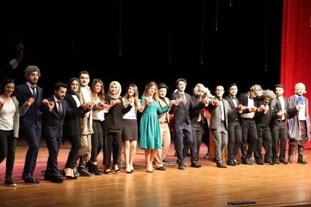 NEVÜ İktisadi ve İdari Bilimler Fakültesi ve Batman Üniversitesi öğrencilerinden tiyatrosu gösterisi