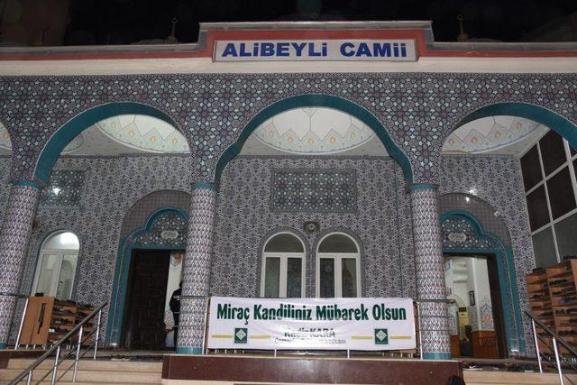 Osmaniye Belediyesi Miraç Kandili'nde camilerde helva ikram etti