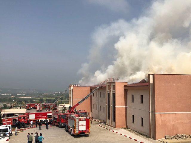 Bursa'da hastanedeki yangın 1.5 saatte kontrol altına alındı (4)- Yeniden