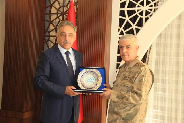 Jandarma Genel Komutanı Çetin Hakkari'de
