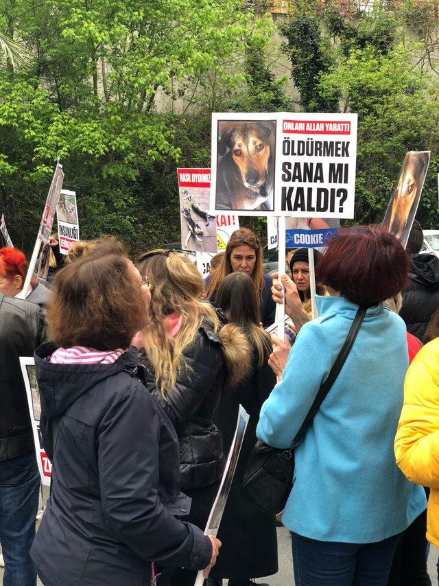Sarıyer'de hayvanseverlerden protesto