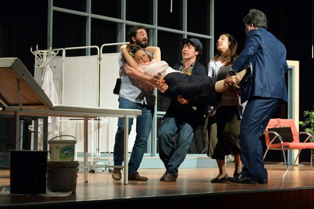 'Boyacı' oyunu Mersinli tiyatro severlerden tam not aldı